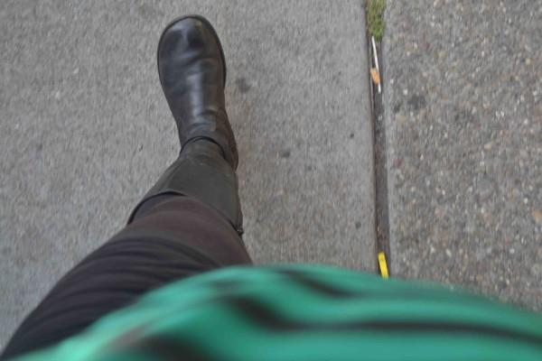 DSC_0637 sidewalk crack